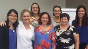 Susana Ventura (ao centro) com as servidoras Priscila, Nelma, Adriana, Joyce, Eva e Michele.